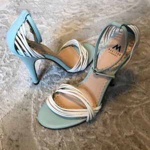 SHOEDAZZLE Madison ! Light blue and white strappy